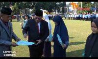 Hardiknas Sri Widodo Beri Penghargaan Siswa Berprestasi