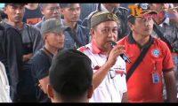 Massa Desak DPRD Turunkan Bupati Lampura